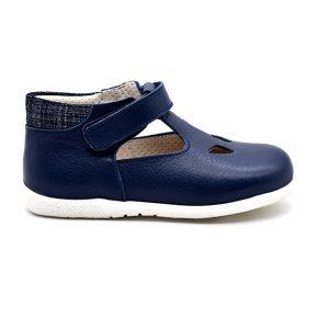zecchino d'oro, sandalo con occhi, jeans blu, profilo